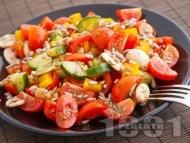 Салата с чери домати, краставици, чушки, гъби, риган и слънчоглед